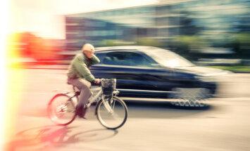 Kā autobraucējiem pareizi apdzīt velobraucēju