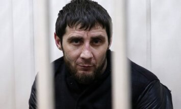 Ņemcova slepkavībā aizdomās turētais Dadajevs noliedz savu vainu; varētu būt spīdzināts