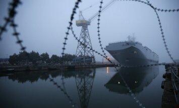 Francijā apzagts Krievijai būvētais 'Mistral' kuģis, ziņo laikraksts