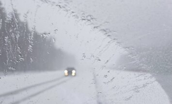 Latgalē un Sēlijā veidojas neliela sniega sega, ceļi vietām slideni