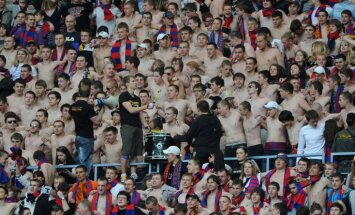Polijas sporta ministre: Krievijas futbola līdzjutēji netiks sodīti par komunistu simbolu lietošanu