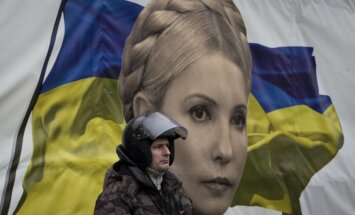 Janukovičs un partijas biedri cenšas pamest Ukrainu; demonstranti vēl neizklīst (teksta tiešraides arhīvs)