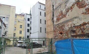 Rīgā daļēji nobrucis Peitavas ielas grausts