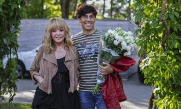 """ФОТО: Алла Пугачева на концерте в """"Дзинтари"""" показала стройные ножки"""