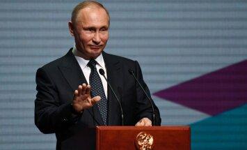 Jaunas sankcijas sarežģīs ASV un Krievijas attiecības, pārliecināts Putins