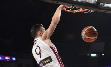 Bertāna 16 punkti neglābj Milānas komandu no zaudējuma Eirolīgas čempioniem