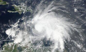 Viesuļvētras 'Metjū' spēku samazina līdz ceturtajai kategorijai