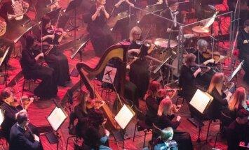 Foto: Krāšņi izskanējis Kurzemei veltītais simtgades lielkoncerts 'Pūt, vējiņi'
