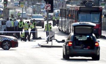 Automašīnai ietriecoties gājēju pūlī, Melburnā ievainoti 14 cilvēki