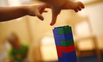 Ģimenei, kas ieguvusi alternatīvo statusu, problēmas ar atvases iekārtošanu bērnudārzā