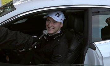 Video: Tehniskajā pārbaudē inspicē Reiņa Nitiša privāto auto