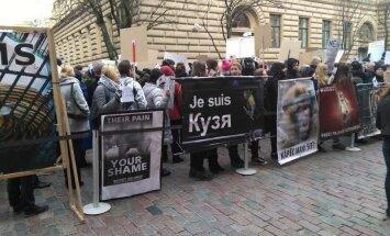 Kā dzīvnieku un cirka aizstāvji kaismīgi protestēja pie Saeimas