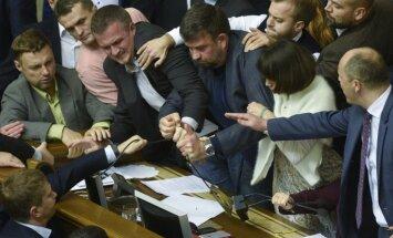 Украина: в Раде сорвали голосование предложений Порошенко по статусу Донбасса