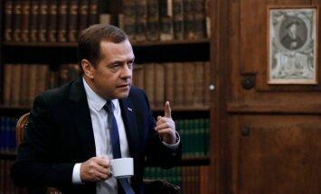 Medvedevs neprognozē drīzu sankciju pret Krieviju atcelšanu