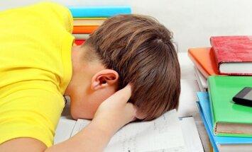 Sešas pazīmes, kas liecina – bērnam skolā ir radusies pārslodze