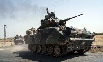 Turcija piedraudējusi Sīrijas kurdiem atkāpties aiz Eifratas; ASV brīdina pārtraukt sadursmes