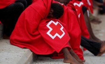 Vidusjūrā pie Spānijas izglābti 266 migranti