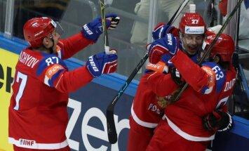 Pasaules hokeja čempionātā tiek aizvadītas pusfināla cīņas