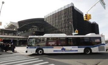 Jamaikā aizliedz sludināt satiksmes autobusos