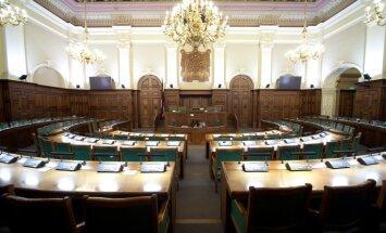 Iespējamās priekšsēdētājas prombūtnes dēļ neievēl Saeimas komisijas vadību