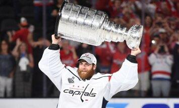 Vašingtonas 'Capitals' hokejisti pirmo reizi vēsturē iegūst Stenlija kausu