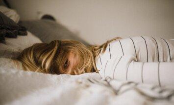 Pieņemšanās svarā un redzes problēmas: kādas sekas var radīt regulārs miega trūkums