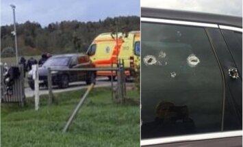 Internetā publicētas fotogrāfijas ar svētdien Aizputes novadā sašauto auto