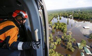 Tramps lūdz astoņus miljardus dolāru 'Hārvija' postažas likvidēšanai