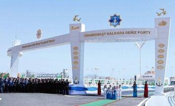 Turkmenistānas jaunais lepnums - milzu osta nekurienes vidū