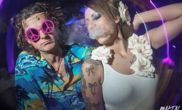 Rīgas šikākajā klubā ļaudis dzīro hipiju ballītē