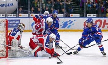 Znaroka un Vītoliņa trenētā SKA nonāk viena zaudējuma attālumā no čempionu pilnvaru nolikšanas