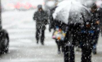 Otrdien kļūs aukstāk un daudzviet snigs