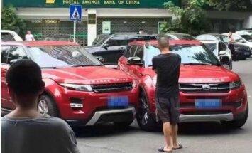 Kurioza avārija Ķīnā: 'Range Rover Evoque' ietriecas šī modeļa viltotajā versijā