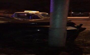 ВИДЕО: Ночная авария на Виенибас гатве; двое пострадавших