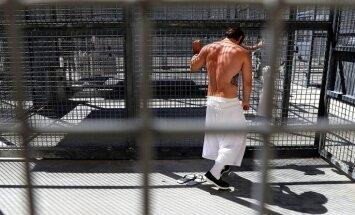 Tramps privātos cietumus padarīs 'stāvus bagātus'