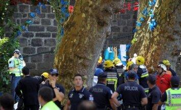 Krītošs koks festivālā Madeiras salā nogalina 12 cilvēkus
