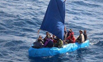 Foto: Kubieši laivām līdzīgos objektos aizvien naskāk bēg uz ASV