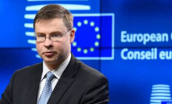 Штейнбука: у Домбровскиса большие шансы стать министром экономики и финансов ЕС