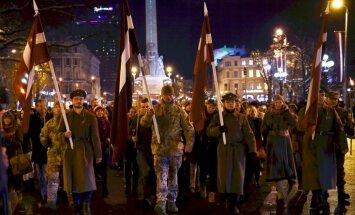 Foto: Patriotiskais 11. novembra lāpu gājiens pulcē vairākus tūkstošus