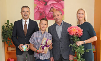 Pateicoties ziedojumam, 12 gadus vecais Ričards dodas uz Austriju uzveikt vēzi
