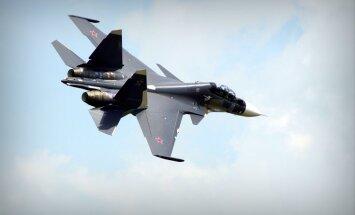 Krievijas iznīcinātājs pietuvojas trīs metru attālumā no ASV izlūkošanas lidmašīnas