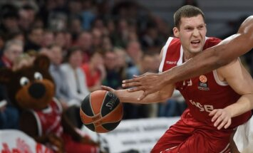 Strēlnieks ar 25 punktiem sekmē 'Brose' uzvaru pār Bagatski un 'Maccabi FOX'
