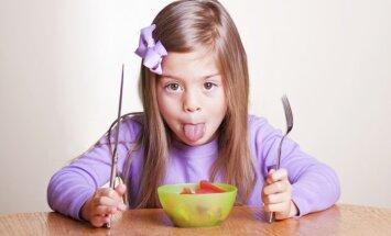 Lai ēdienreize nepārvērstos par bērna monoizrādi - padomi galda etiķetes apgūšanā