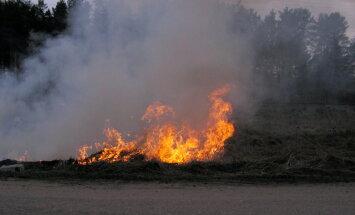 Kūlas ugunsgrēkos brīvdienās cietuši pieci cilvēki