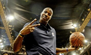 Hovards pievienosies Losandželosas 'Lakers' komandai