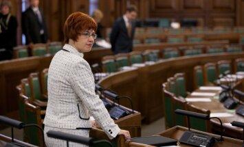 Prasa vērtēt deputātes Cvetkovas izteikumus par leģionāriem