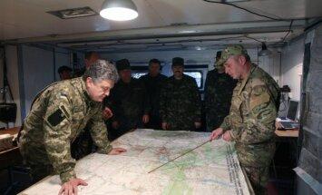 Ja Krievijas karavīri neaizies no Ukrainas – būs 'īsts karš', brīdina Porošenko