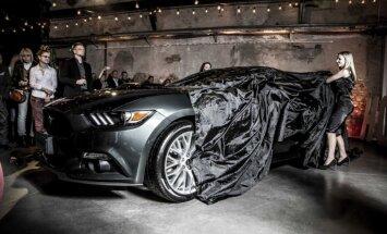 Foto: Latvijā prezentēts jaunais 'Ford Mustang'