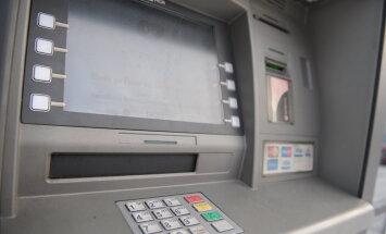 Bankomāti atkal pieejami katrā Latvijas novadā, apliecina asociācija
