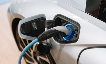 Latvijā 17. uzlādes stacija elektromobiļiem atklāta pie BMW centra Rīgā